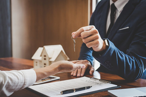 Does a Trustee or Executor Need Beneficiary Approval to Sell Property?